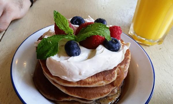pancakes-fruits-rouges