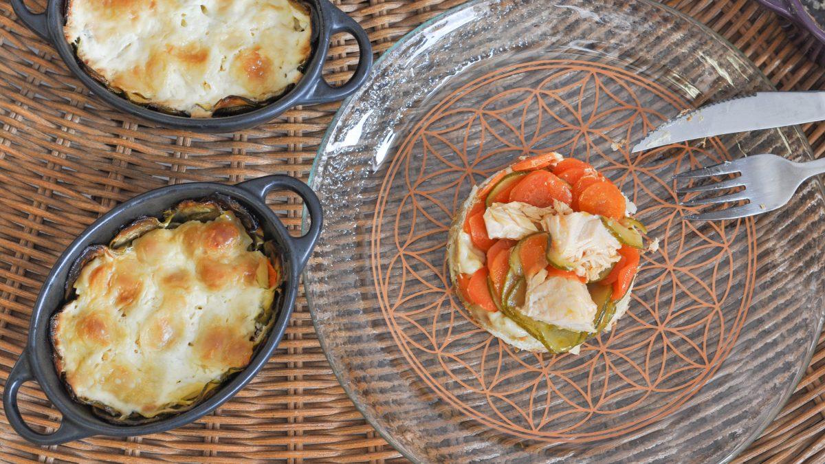 Mini-cocottes de ravioles au fromage, saumon & légumes