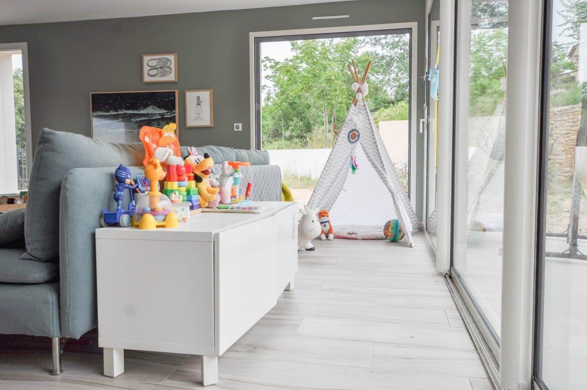 Coin Chambre Dans Petit Salon créer un coin jeu pour enfants dans son salon (sans ruiner